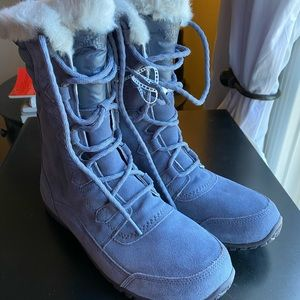 The North Face grey shearling lined boots 9.5